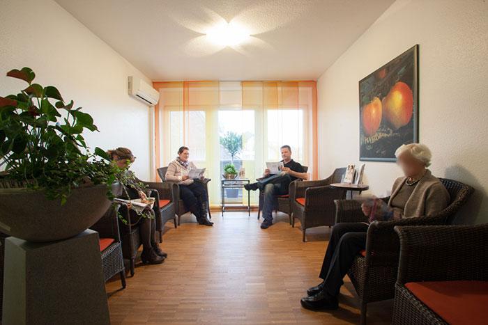 Wartezimmer Zahnarztpraxis Zadeh & Pohl